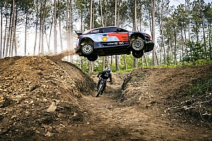 VIDEO: el reto entre una mountain bike y un WRC
