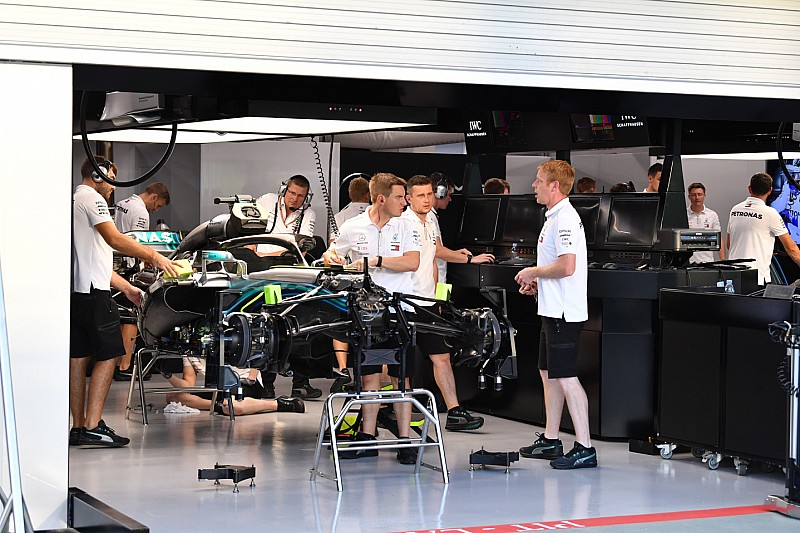 Új fék a Ferrarin, új Halo a Mercedesen – technikai fotók Szingapúrból
