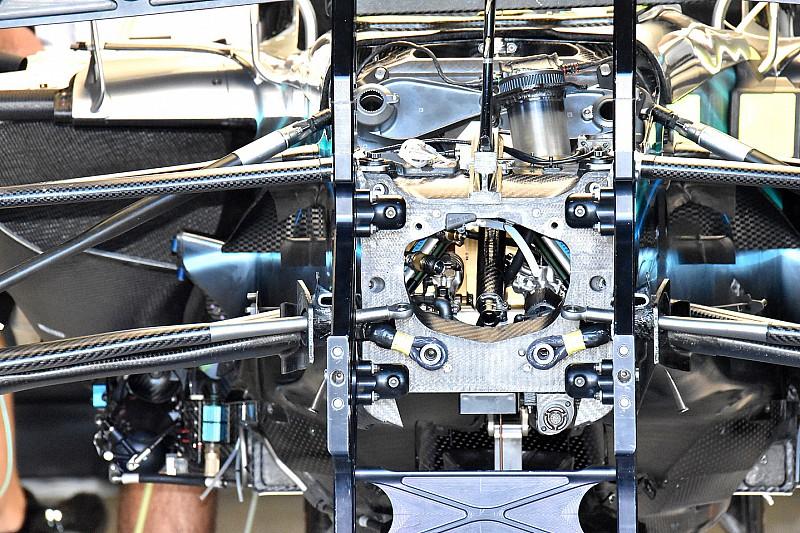 Mercedes: ecco lo scatto che profana la sospensione all'interno della scocca