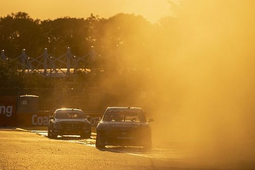 Supercars confirms new manufacturer talks