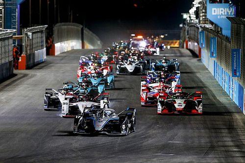 Superieure De Vries snelt naar eerste Formule E-zege in Riyadh