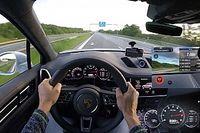 Csak erős idegzetűeknek - így repeszt 330 km/órás tempóval a Porsche Cayenne Turbo