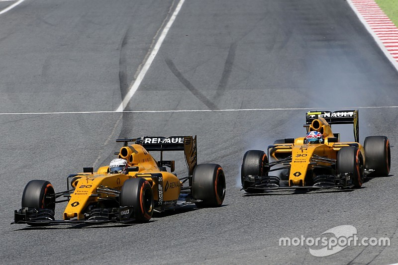 Magnussen penalised for Palmer clash