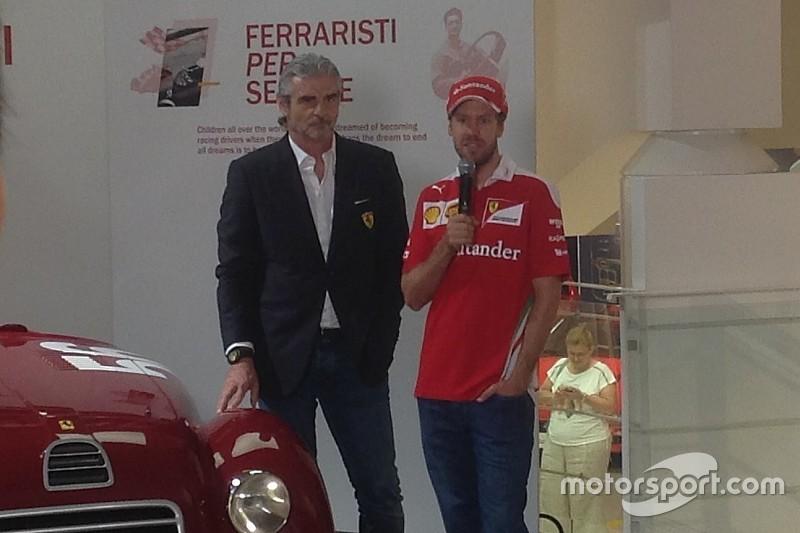 """Vettel inaugura a Maranello la mostra """"Ferraristi per Sempre"""""""