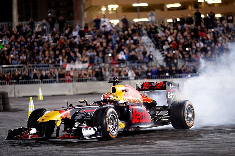 Verstappen, Las Vegas'ta gösteri sürüşü yaptı