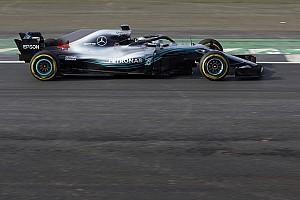 Forma-1 Motorsport.com hírek Exkluzív videós felvételek a 2018-as F1-es Mercedes pályára küldéséről