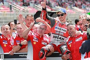 MotoGP Отчет о квалификации Лоренсо завоевал первый поул в составе Ducati