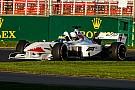 Baumgartner már a pályán az F1-es autóval