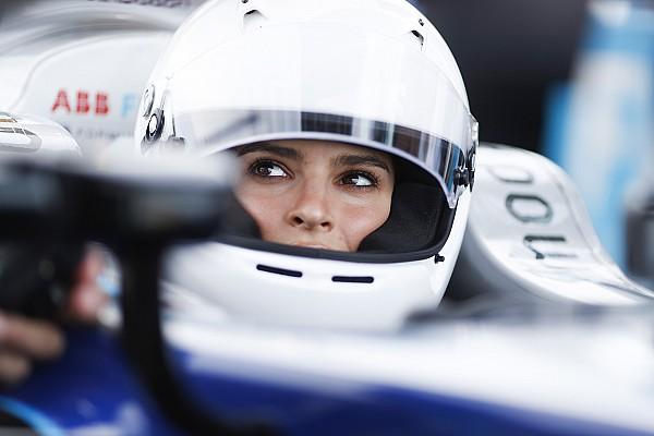 Formula E I più cliccati Fotogallery: la splendida Emily Ratajkowski guida una Formula E a Berlino