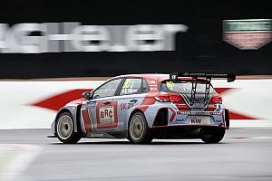 WTCR Crónica de Carrera Gabriele Tarquini y Hyundai ganan la primera carrera del WTCR