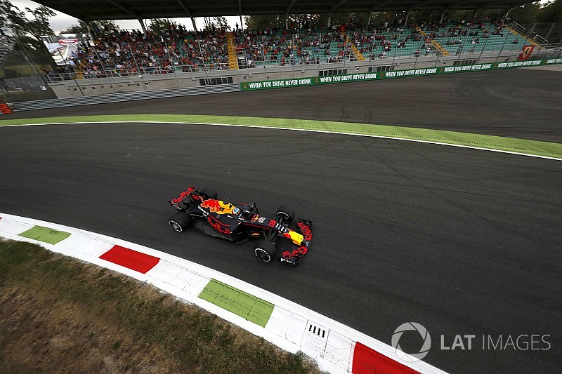 Ricciardo és Verstappen is büntetést kapott