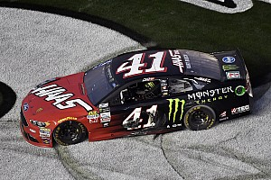 Monster Energy NASCAR Cup Репортаж з гонки Дайтона 500: Курт Буш здобуває перемогу на останньому колі