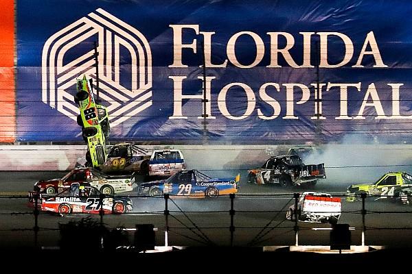 NASCAR Truck Reporte de la carrera Gran accidente en el final de las Trucks en Daytona