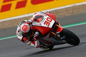 Moto2 Relato da corrida Nakagami segura Pasini na volta final e vence em Silverstone