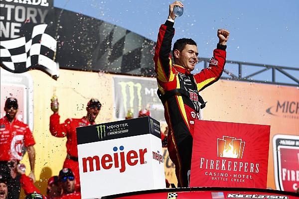 NASCAR Cup Larson mostra força no final e vence em Michigan