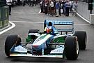 【F1】ミック・シューマッハー、父ミハエルのベネトンB194をドライブ
