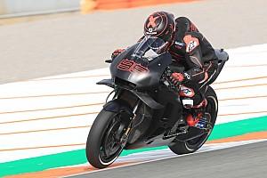 Lorenzo all'uscita dal box Honda a Valencia: