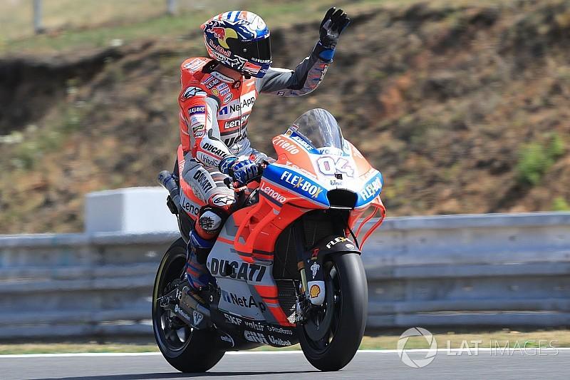 No apagar das luzes, Dovi tira pole de Márquez em Brno