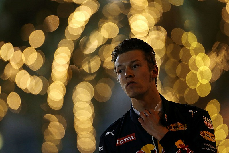 "Kvyat at a loss over ""embarrassing"" lack of speed"