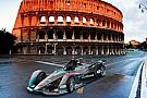 Відео: 360-градусний огляд нової машини Формули Е