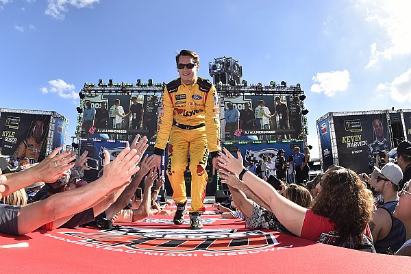 NASCAR Cup Landon Cassill joins StarCom Racing for Martinsville