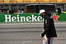 Lauda: Hamilton, Mercedes'te yarışmaya devam edecek
