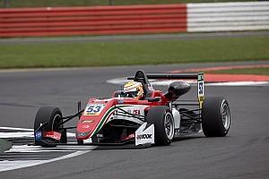 EUROF3 Gara Callum Ilott si riscatta e domina Gara 3 a Silverstone