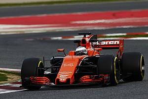 Formel 1 News Formel 1 2017: Fernando Alonso straft Honda für schwache Leistung ab