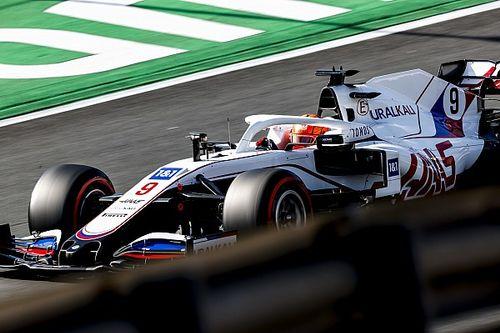"""Mazepin accuse Schumacher d'avoir délibérément """"niqué"""" son tour"""