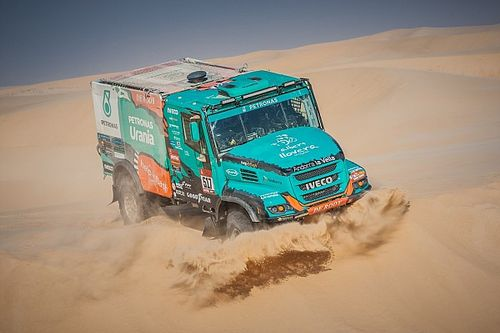 Dakar: il Team De Rooy si ridimensiona e vende 3 camion!
