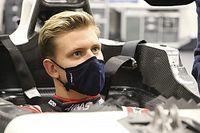 FOTOS: Mick Schumacher ajusta su asiento para su debut con Haas