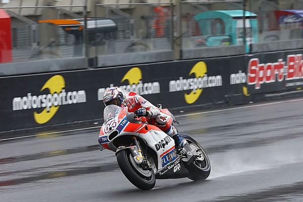 Dovizioso lidera el segundo libre pasado por agua; Márquez a 0.043