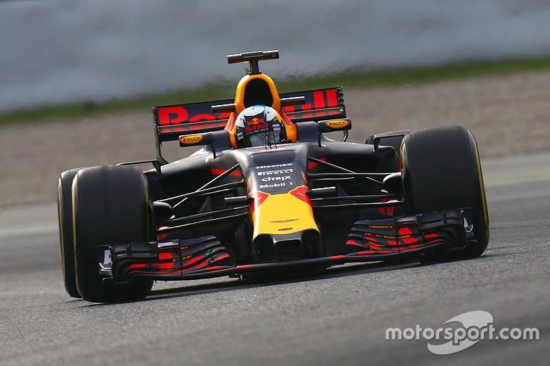 Риккардо оценил отставание Red Bull от Mercedes