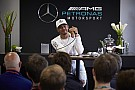 Fórmula 1 Em alta, Hamilton joga favoritismo para Ferrari