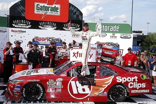 Hamlin uses last-lap crossover move to take Darlington Xfinity win