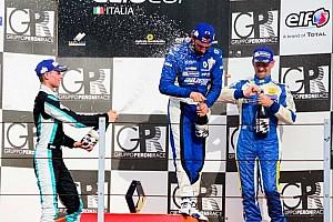 Clio Cup Italia Gara Gustavo Sandrucci centra il terzo successo di fila in Gara 1 a Misano