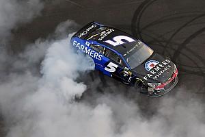 NASCAR Cup Gara Kahne vince a Indianapolis la gara più pazza della stagione 2017