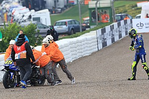 Sturz, Schmerzen, Platz 16: Schwarzer Tag für Valentino Rossi in Valencia