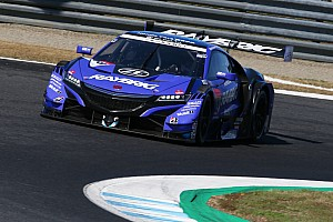 Super GT Motegi: Atasi tekanan Hirakawa, Button juara