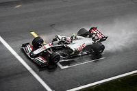 Магнуссен потребовал разрешить Формуле 1 гоняться в дождь