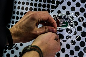 Alfa Romeo: rinomina il motore Ferrari per pagare solo Leclerc?