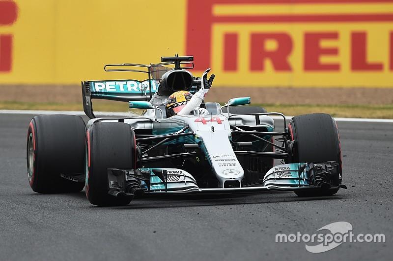 Hamilton gana la pole en Silverstone e iguala a Jim Clark