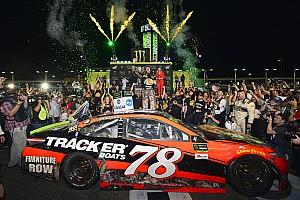 Monster Energy NASCAR Cup Race report NASCAR Homestead: Kalahkan Kyle Busch, Truex Jr. raih gelar perdana