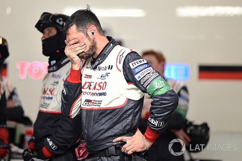 La noche lleva el drama a Le Mans y aniquila a Toyota