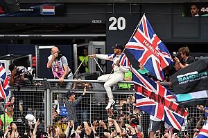 F1 Artículo especial La historia detrás de la foto: el Rey Lewis ante su gente
