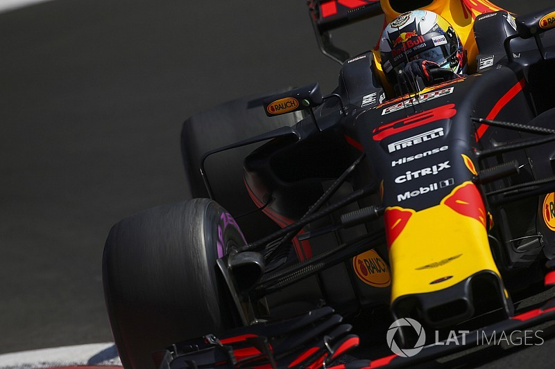 Red Bull considering engine change for Ricciardo