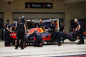 Ricciardo warned in advance about kerb Verstappen hit