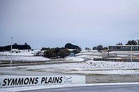 На гоночной трассе в Австралии выпал снег. Фото