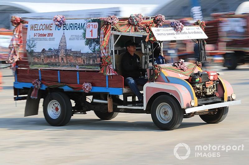 Галерея: перший Гран Прі Таїланду - паддок та уболівальники
