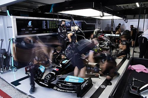 Вольф обвинил в бедах Mercedes ранний выезд на трассу